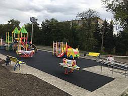 Устройство бесшовного покрытия для детской площадки 10