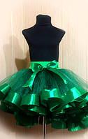 Зеленая юбка со шлейфом и лентами