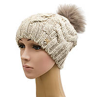 Женская вязанная шапка крупной вязки с бубоном из меха песца