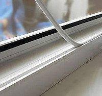 Установка заглушки паза штапика фирменной Rehau на окна и двери ПВХ Киев, фото 1