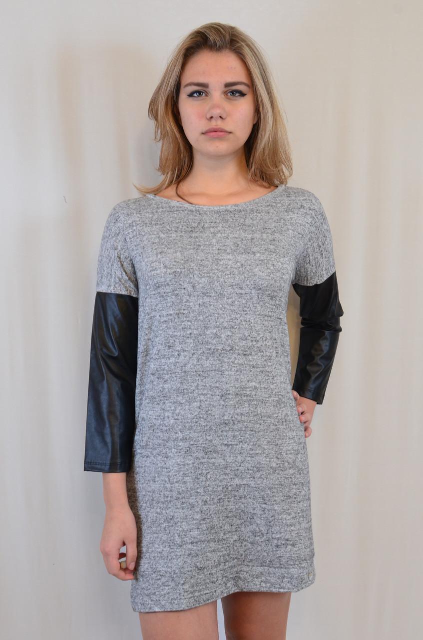 Стильное трикотажное платье с рукавами из эко кожи