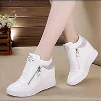 Для женщин Спортивная обувь Удобная обувь Полиуретан Весна Повседневные Удобная обувь На плоской подошве На танкетке Белый ЧерныйНа 05731393