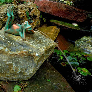 Фигурка для фонтана, лягушка лежа