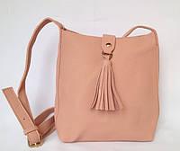 Сумка женская с ремешком через плечо на молнии и декоративной кистью нежно розового цвета