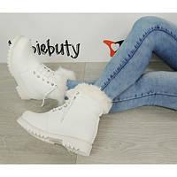 Белые женские ботинки в стиле Timberland с меховым отворотом