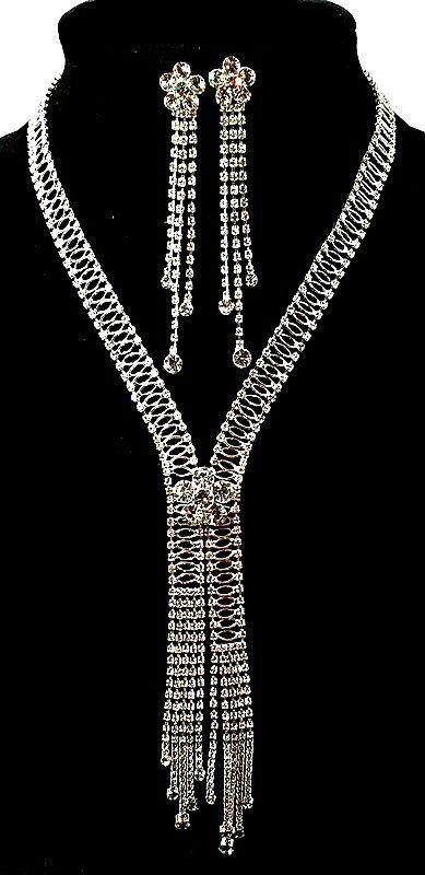 Колье фирмы Xuping. Цвет серебряный. Камни: Белый циркон.Длина: 45-50 см Ширина: 160 мм.