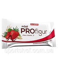 Зерновой батончик с фруктами Nutrend Profigur Musli half coated bar 25-35g