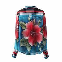 Яркая блуза с цветочным принтом..