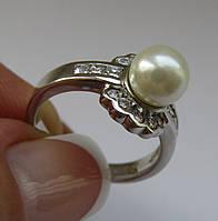 Серебряное кольцо с жемчугом (8мм) и фианитами