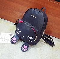 Милий рюкзак з особою і лапками сплячого котика