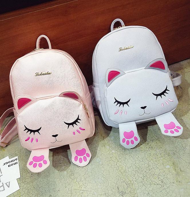 Милый рюкзак с лицом и лапками спящего котика