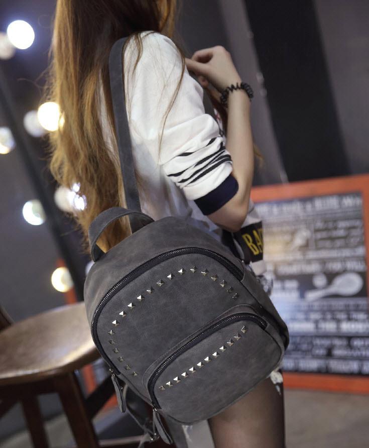 Стильный молодежный рюкзак с заклепками
