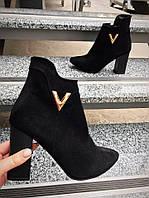 Классические замшевые ботиночки на устойчивом каблуке