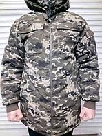 Зимняя камуфляжная куртка с капюшоном.