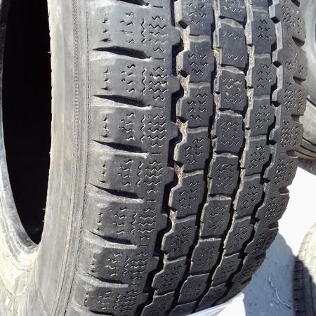 Шины б.у. 235.65.r16с Bridgestone Blizzak W800 Бриджстоун. Резина бу для микроавтобусов. Автошина усиленная.