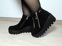 Замшевые женские ботинки на толстой подошве с мехом