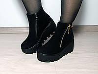 Женские ботинки деми на толстой подошве из замши