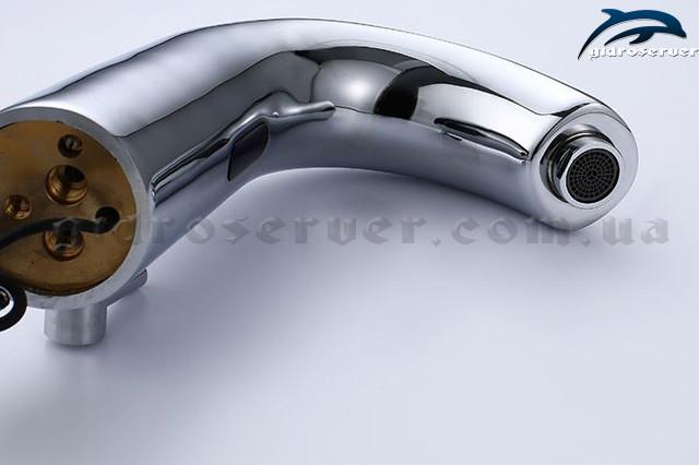Сенсорный смеситель для раковины S-139 латунный с встроенным регулятором температуры воды.