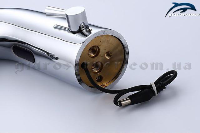 Бесконтактный смеситель для раковины S-139 позволяет значительно экономить потребление воды на батарейках.