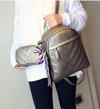 Модный рюкзак женский городской. Рюкзак для девочки с сумочкой на цепочке (бронзовый)