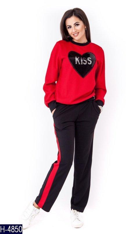 Стильный красный с нашивкой в виде сердца женский спортивный костюм  структурный трикотаж Арт-15013 - ad284102bac