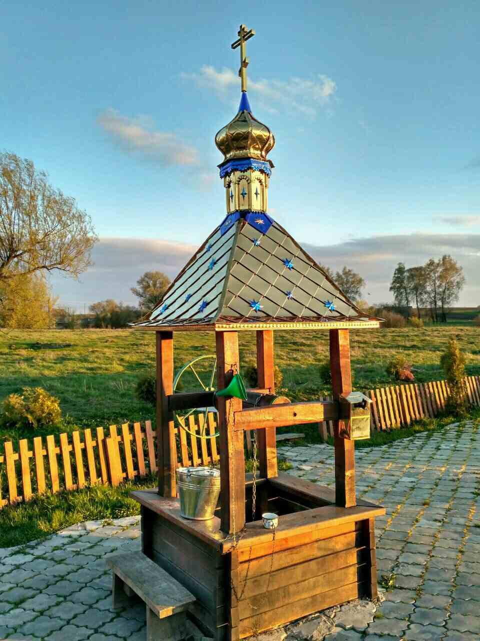 Крыша с куполом и крестом для колодца