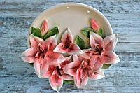 Декоративное панно с лилиями
