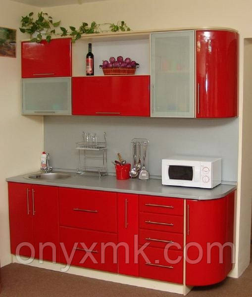 Маленькая красная кухня