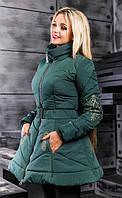 Зеленая зимняя расклешенная куртка с вышивкой