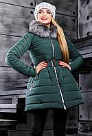 Модная зеленая зимняя куртка расклешенная к низу