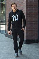 Мужская худи черного цвета с капюшоном, спереди карман и на груди принт