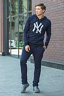 Мужская худи темно-синего цвета с капюшоном, спереди карман и на груди принт