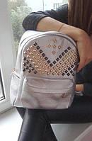 Рюкзак очень вместительный и удобный