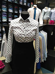 Блуза белая в огурцы с черными пуговицами