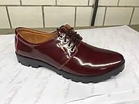 Лаковые женские туфли цвета марсала