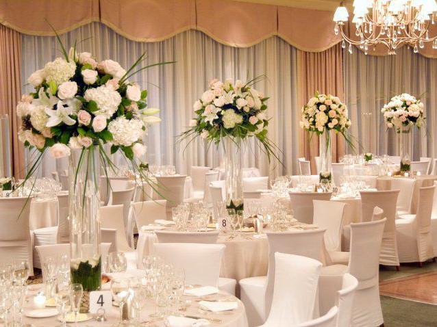 Украшение зала цветами, цветы на столы, композиции на свадебный стол Цветочное оформление свадеб и праздников