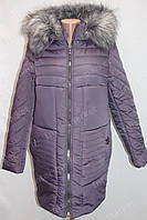 Теплая зимняя женская куртка на замке с капюшоном и меховым воротником фиолетовая
