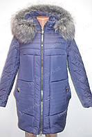 Теплая зимняя женская куртка на замке с капюшоном и меховым воротником синяя