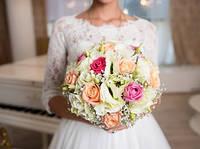 Роза кустовая + эустома в свадебном букете