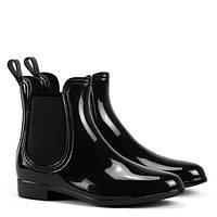 Женские резиновые ботинки в осенюю погоду