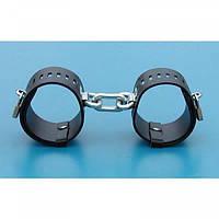 Черные кожаные наручники с металлическими замками