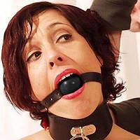 Черный кожаный кляп для рта с резиновым серым шаром