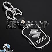 Металлический брелок с кожаными вставками и карабином для авто ключей Сузуки (Suzuki)