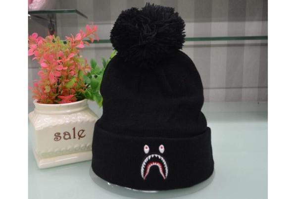 Зимняя шапка чёрная с челюстями Bape в стиле унисекс мужская женская