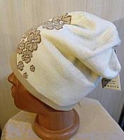 Трикотажная бежевая двойная женская шапка