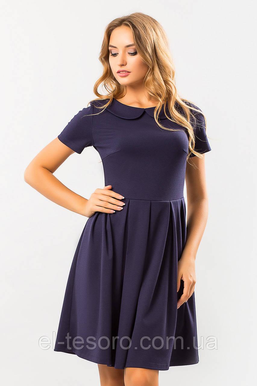 Темно-синее платье с круглым воротником