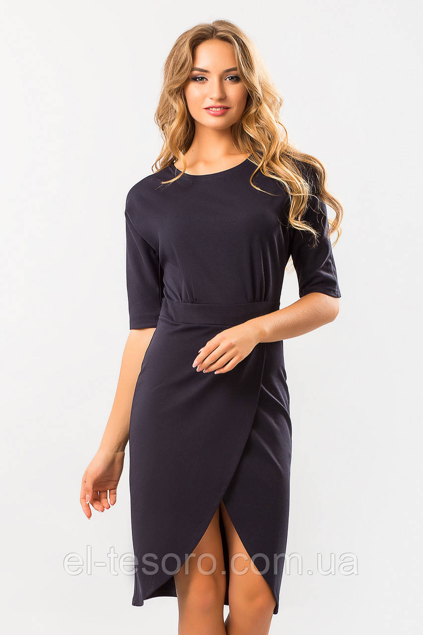 Темно-синее платье с запахом и поясом