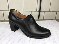 Кожаные женские туфли на каблуке 37 р.