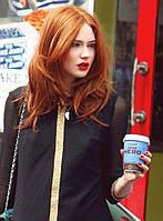 Отличный огненно-рыжий парик,волосы средней длинны.