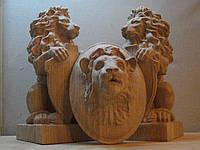 Лев из дерева